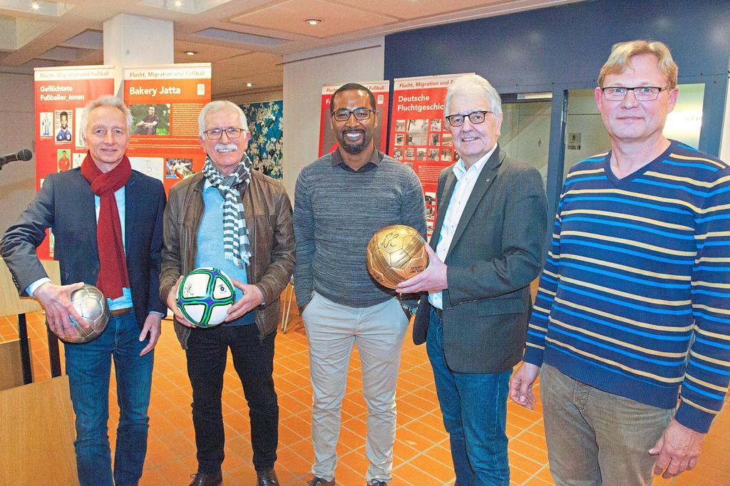 """Ausstellung """"Flucht, Migration und Fußball"""" – Gelebte Integration"""