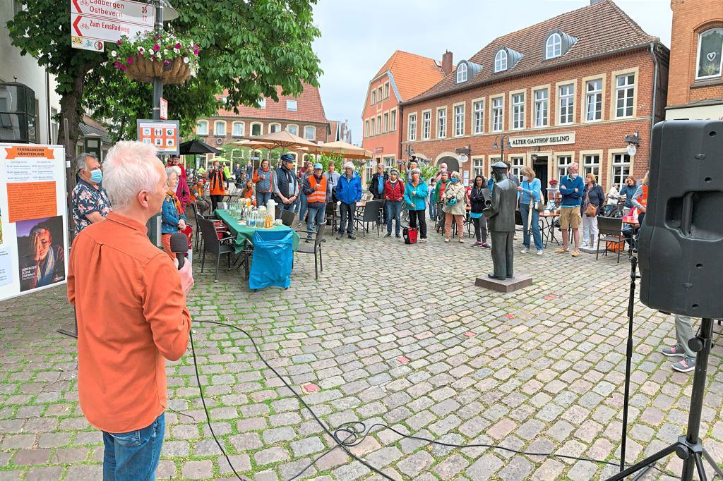"""Zib begrüßt Teilnehmer der Fahrraddemo Münsterland auf dem Marktplatz """"Diese Politik ist beschämend"""""""