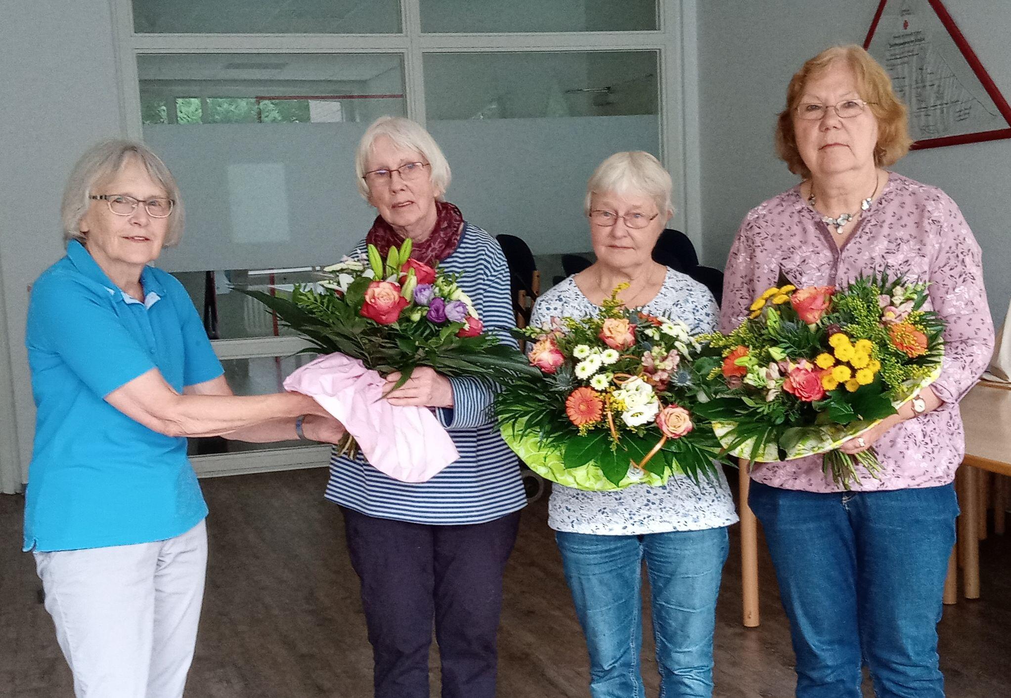 Verabschiedung aus dem Team des internationalen Frauencafé – Blumengruß für ehrenamtlichen Einsatz